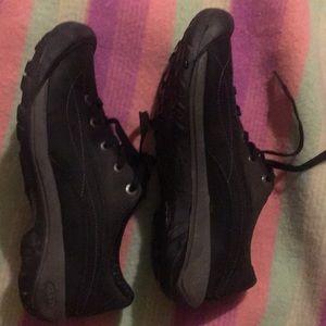 Keen lightweight walking shoe size 8.5
